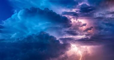 雲、稲妻、エネルギー
