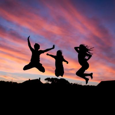 夕日、人、空、ジャンプ