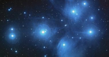 宇宙、青白い星