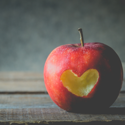 リンゴ、ハートの形