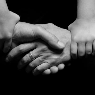3人の手、握手