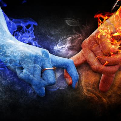 手、炎、煙