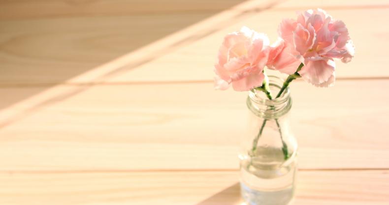 床、ピンクの花
