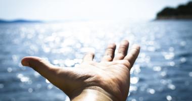 手、海、輝き