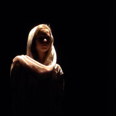 暗闇、女性