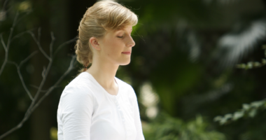 瞑想、女性