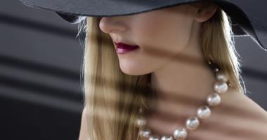 女性、ネックレス、帽子