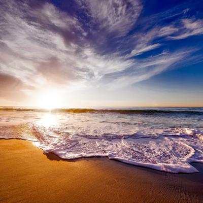 海、空、砂浜、波、雲、太陽